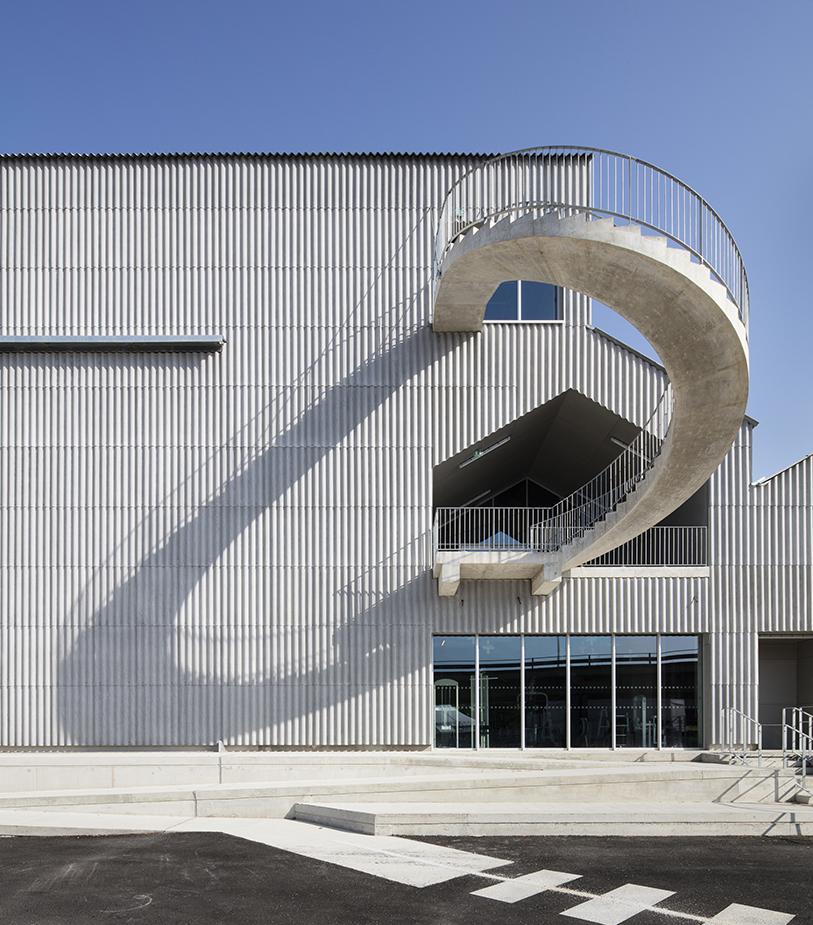Le CNAC - main - Friches + Culturel - Caractère Spécial Matthieu Poitevin Architecture