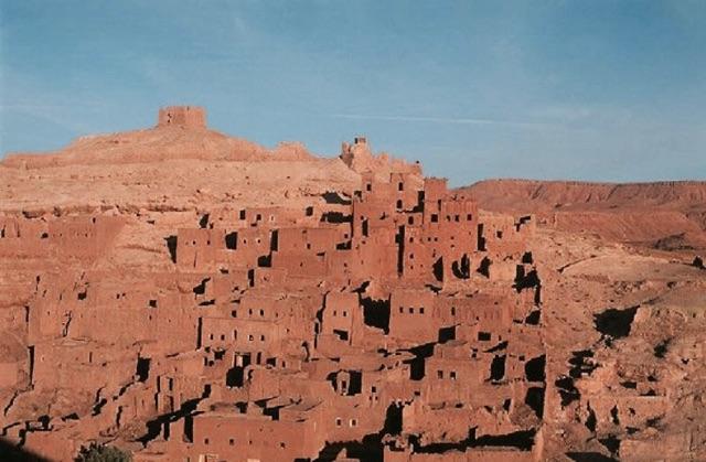 Village marocain dans les montagnes rouges  - Caractère Spécial Architecture