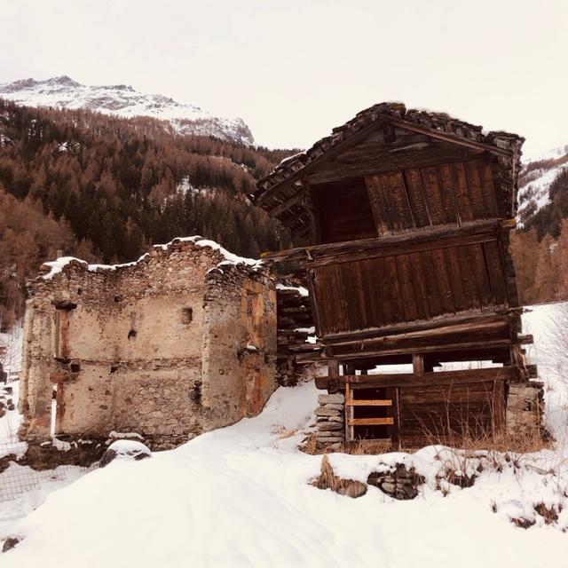 Petit chalet dans la neige - Caractère Spécial Architecture