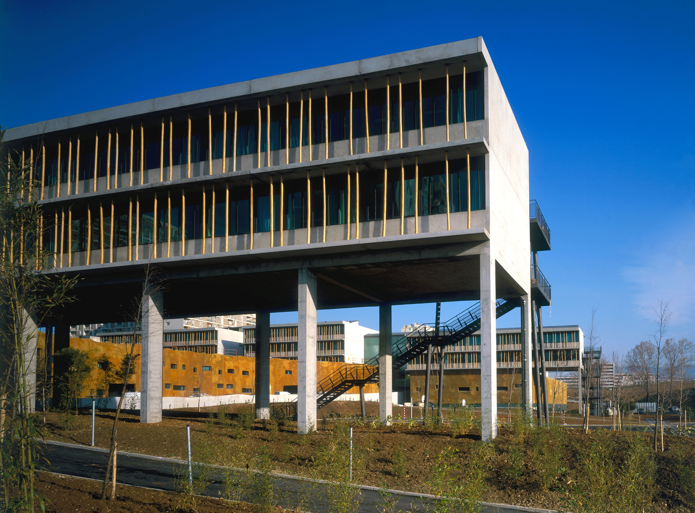 Collège Renoir Rostand 01 - Équipements Bureau - Caractère Spécial - Matthieu Poitevin Architecture